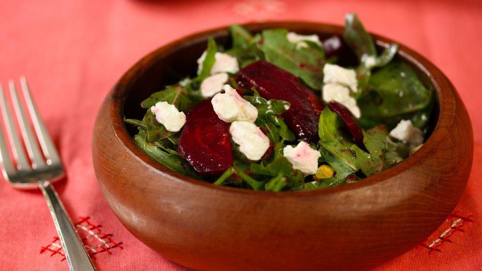салат из запеченной свеклы с рукколой
